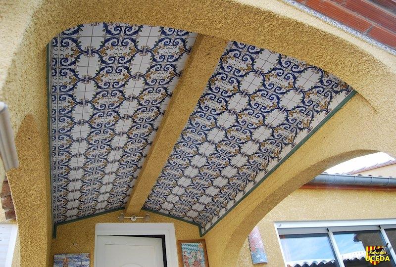 voûte carrelée sous arcade par Salvador Uceda