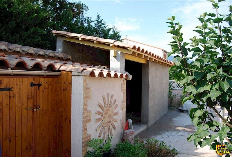 Un abris de jardin décoré construit par Salvador Uceda