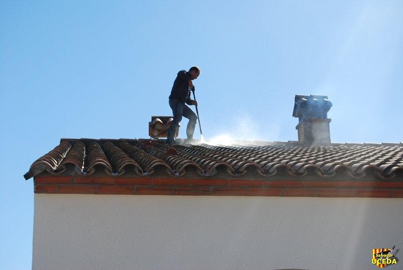Nettoyage toiture à Argelès sur Mer, 66 par Salvador Uceda, maçonnerie générale traditionnelle catalane